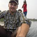 Im Kanu auf dem Weg in den Jungel....