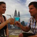 Nicky und Roy, wir geniessen die herrliche Aussicht auf Kuala Lumpur