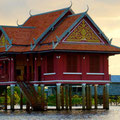 Tempelanlage auf dem Wasser