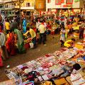 farbenfroher Markt in Bodhgaya