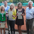 Juniorinnen 2012: (v.l.) Anna Willnecker (2.), Sport- und Jugendwart Arno Baumgartner, Anna Hallhuber (1.), Lena Baumgartner (3.) und TCA-Vorstand Hans Straubinger