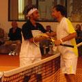 Gratulation nach dem Endspiel an Marc Sieber (l.) von Alexander Satschko.