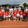 Gruppenbild mit den Offiziellen, Schiedsrichtern, Finalisten und Turnierkindern