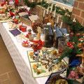 Weihnachts-Deko wird zum Kauf angeboten.