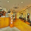 明るい雰囲気の店内は、ゆったり落ち着ける寛ぎの空間。