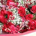 花束バラとカスミソウ¥5,000(税別)~バラの本数で変わります。