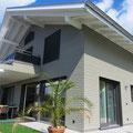 Minergiehaus Systembau - Fassadenschalung Weisstanne Behandlung: Perlcolor mit Alupigmenten
