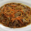 35. Doppelt gebratenes Rindfleisch mit Karotten