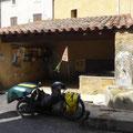 Plein d'eau au village de Fourlou devant la boîte à livres