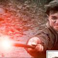 Harry Potter (Daniel Radcliffe) lançant le sortilège de Désarmement (Expeliarmus)