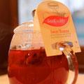スイートベリーズ(ハチミツ付)イチゴとラズベリー、ハイビスカスをブレンドしたハーブティ。美しいロゼ色です ¥550