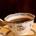 Einsオリジナルブレンド。一杯ずつサイフォンで点てるマイルドなコクとさわやかな香り際立つコーヒー ¥480