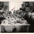 reich gedeckter Tisch nach der Kommunion im Pfarrhaus