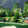 Das Ferienhaus-Grundstück von der Landseite aus