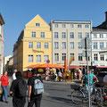 Viel Leben am Neuen Markt von Stralsund