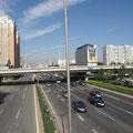 In China darf man auf der Autobahn links und rechts überholen