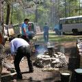 unsere Buschauffeure kochen uns eine....