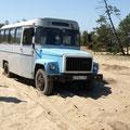 Selbst dieser Bus blieb im Sand stecken