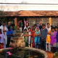 Les enfants et les Pères de l'orphelinat, Arul Ashram, Pondicherry, Inde