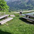 Sitzplatz mit Grillstelle beim Lochsitli-See