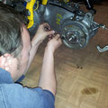 Horstl montiert den Jockeys Boxenstopp Lambretta Hinterbremsen Kit, um die Bremswirkung der Lamy ins 21. Jahrhundert zu katapultieren!