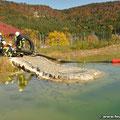 ...um mit dem schwimmenden Saugkorb Wasser aus dem Löschteich zu entnehmen
