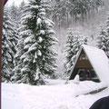 Hütte voller Schnee
