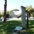 bilancere, fontana in marmo grigio bardiglio,  piazza guerrazzi, pisa.