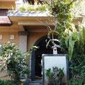 スハティ敷地の入口(奥からの眺め)