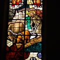 Vetrata della chiesa parrocchiale: San Colombano aggioga un orso all'aratro