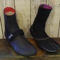 左:3mmストラップブーツ¥5,985-/右:人気の足袋タイプ3mm¥4,725-