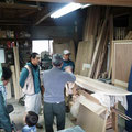 また、木工でサーフボードを作っている人の工房へもお邪魔しました。