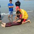 一人で溺者を起こして陸に引き揚げる方法なども教えて頂きました。