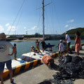 港に戻る前にフォトグラファーの久米さんのヨットへ寄り道。
