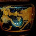 Héraclès et Achelöos. Athènes vers 450 av. JC. Cratère à colonettes à figures rouges. Prov. Agrigente / JH