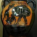 Heraclès et le triple Géryon. Amphore à figures noires. Athènes vers 540 av JC. / JH