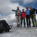 Gipfelfoto vlnr  Wolfgang, Barbara, Markus und Jürg