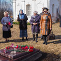Near the grave of Alexey Stanchinsky; with composer Nikolay Pissarenko (1st left), journalist and writer Nadezhda Deverilina (2nd left)