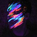 Neon-Schminke bei Schwarzlicht