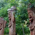 Holzstatuen - Koreanischer - Garten