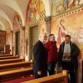 Besucher in der koptischen Kirche im Kloster: Rainer Hannig, Thomas Finis und Günter Kube im Gespräch mit Bischof Damian