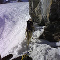 Traversierung unter den Felsen, im Aufstieg zur Lämmernhütte