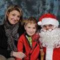 Une maman et son fils photographiés avec le Père Noël