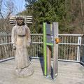 Kiepenfrau im Baumwipfelpfad Bad Harzburg, hier wird der Stand der Harzer Gebirgsimkerei sein