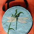 Libelle mit Glitzergarn und Glasperlen
