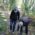 Gisèle et Christiane ne cherchent pas de balles, mais elles trouvent des châtaignes.  (CLR)
