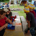 Geld abheben bei der Zeltlager-Bank