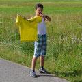 Tunahan schwenkt das Start-T-Shirt, äh, die Startflagge.