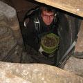 Auch hier mussten alle Baumaterialen durch enge Treppen hochgetragen werden. Foto: Eberhard Lübbeke