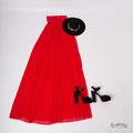 Langes, rotes Abendkleid für Babybauchfotos